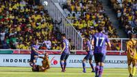 Bhayangkara FC menyerah 2-4 dari FC Tokyo pada laga bertajuk J-League Asia Challenge di Stadion Utama Gelora Bung Karno (GBK), Jakarta, Sabtu (27/1/2018). (Liputan6.com/Faizal Fanani)