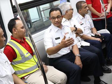Anies Baswedan Uji Coba LRT Jakarta Bersama Warga di Rawamangun