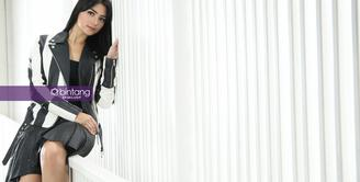 Citra Kirana sukses berperan dalam sinetron mengenakan hijab, banyak penggemarnya yang mendoakan mengenakan hijab. Hingga kini, pemeran dalam sinetron Anak-Anak Kampung Duku itu masih menunggu hidayah. (Bambang E. Ros/Bintang.com)