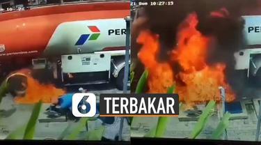Beredar video tempat pengisian bahan bakar terbakar saat sedang bongkar muatan BBM. Beruntung tidak ada korban jiwa atas insiden tersebut.