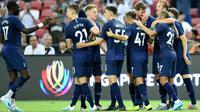 Pemain Tottenham Hotspur merayakan gol Harry Kane ke gawang Juventus pada laga International Champions Cup 2019 di National Stadium, Singapura, Minggu (21/7/2019). (AFP/Roslan Rahman)