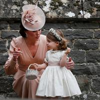 Kate Middleton bersama Putri Charlotte (AP Photo)