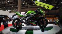 Memeriahkan ajang Tokyo Motor Show 2019, Kawasaki secara resmi meluncurkan Ninja 250 4 silinder atau ZX-25R (Sigit Tri/ Liputan6.com)