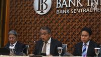 Gubernur Bank Indonesia (BI) Perry Warjiyo menggelar konferensi pers di Jakarta, Kamis (17/1). Bank Indonesia ( BI) memutuskan menahan suku bunga acuan BI 7-Days Reverse Repo Rate (BI-7RRR) pada level 6 persen. (Liputan6.com/Angga Yuniar)