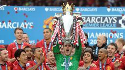 Manchester United (13 kali juara Premier League) - Tahun juara : 1992–1993, 1993–1994, 1995–1996, 1996–1997, 1998–1999, 1999–2000, 2000–2001, 2002–2003, 2006–2007, 2007–2008, 2008–2009, 2010–2011, 2012–2013. (AFP/Andrew Yates)