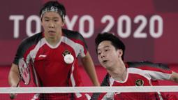 Pada gim kedua, permainan menjadi lebih alot. Kedua pasangan saling susul menyusul. Awalnya pasangan Lee/Wang memimpin, namun pasangan Marcus/Kevin mampu menutup interval gim kedua dengan skor 11-9. (Foto: AP/Dita Alangkara)