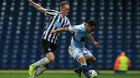 Gelandang Newcastle United, Sean Longstaff, merasa tersanjung masuk dalam daftar pemain buruan Manchester United. (AFP/CreditLINDSEY PARNABY)