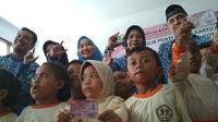 Disdukcapil Kota Cirebon akan meningkatkan kerjasama dengan pihak ketiga untuk memaksimalkan penggunaan kartu identitas anak (KIA). Foto (Liputan6.com / Panji Prayitno)