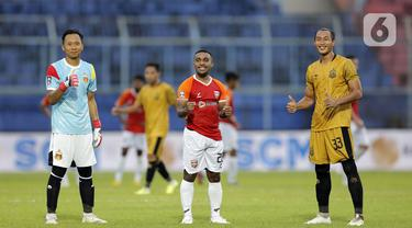 FOTO: Bhayangkara Solo FC Tekuk Borneo FC di Stadion Kanjuruhan Malang