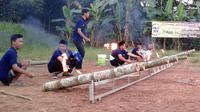 Festival Jeblugan atau meriam bambu digelar di Desa Sindangsari, Majenang, Cilacap menjelang malam Nuzulul quran, 17 Ramadan 1439 Hijriyah. (Foto: Liputan6.com/Muhamad Ridlo)