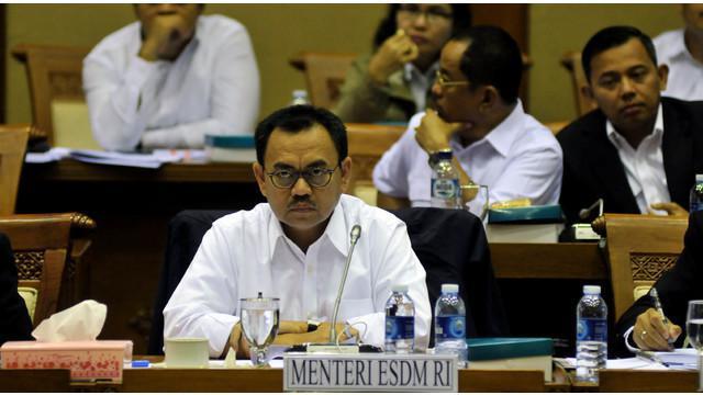 Sudirman Said membantah mengundurkan diri dari jabatan Menteri Energi dan Sumber Daya Mineral (ESDM). Menurutnya, ia akan menyelesaikan semua tugas yang dimandatkan oleh Presiden.