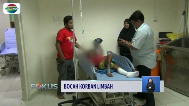 Satu lagi, bocah yang menjadi korban terpapar limbah beracun di kawasan Taruma Jaya, Kabupaten Bekasi, dibawa ke RSUD Koja, Jakarta Utara.