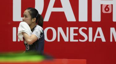 Pebulutangkis tunggal putri Indonesia, Ruselli Hartawan saat melawan Michelle LI (Kanada) pada babak pertama Indonesia Masters 2020 di Istora GBK, Jakarta, Rabu (15/1/2020). Ruselli Hartawan kalah dua set langsung 14-21, 15-21. (Liputan6.com/Helmi Fithriansyah)