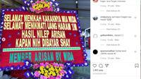 Karangan bunga 'super tega' berisi tagihan arisan online Rp1 miliar di Sragen. (Foto: Liputan6.com/tangkapan layar)