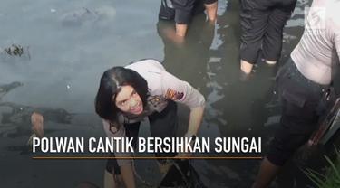Memperingati hari Air Sedunia yang jatuh pada tanggal 22 Maret 2018, para Polwan cantik membersihkan sampah yang ada di sungai.