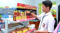 Sejak 2009 silam, salah satu jaringan ritel terbesar di Indonesia ini menjalankan program Alfamart Class. Program yang bekerjasama dengan SMK ini bertujuan mencetak calon tenaga kerja andal siap kerja khususnya di industri ritel.