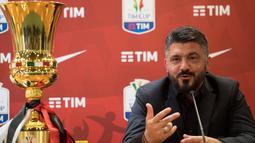 Pelatih AC Milan Gennaro Gattuso memberi keterangan saat konferensi pers di stadion Olimpico di Roma, Italia, (8/5). AC Milan sendiri telah meraih juara Coppa Italia sebanyak Lima kali. (AP Photo/Maurizio Brambatti)