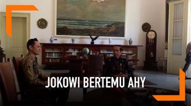 Presiden Jokowi dan Komanan KOGASMA Demokrat kembali bertemu. Ini adalah kali kedua Jokowi bertemu dengan AHY.