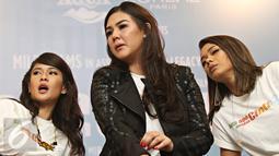 Ki-ka: Dian Sastrowardoyo, Sissy Pricillia, dan Adinia Wirasti saat konferensi pers AADC2 di Jakarta, Senin (15/2/2016). Rencananya AADC 2 mulai tayang di bioskop mulai 28 April 2016. (Liputan6.com/Immanuel Antonius)