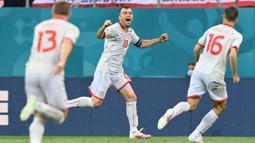Pandev memiliki catatan gelimang bersama Makedonia Utara. Selain berhasil mengantar Timnasnya lolos ke putaran final Euro, Ia juga pencetak gol perdana kala menghadapi Austria dan dinobatkan sebagai pemain tertua kedua yang dapat mencetak gol dalam sejarah Euro. (Foto: AFP/Pool/Justin Setterfield)