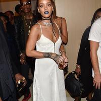Rihanna (via dailymail.co.uk)