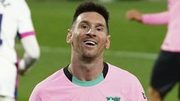 Pada laga tersebut Lionel Messi turut menyumbang satu diantara tiga gol kemenangan Barca atas Real Valladolid. (Cesar Manso/Pool via AP)