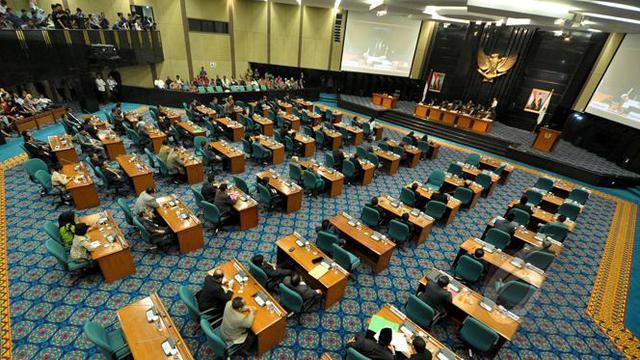 Gubernur DKI Jakarta Basuki Tjahaja Purnama mendatangi kompleks Istana Kepresidenan, Jalan Medan Merdeka Utara Jakarta Pusat, Jumat (27/2/2015).