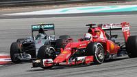 Bos F1, Bernie Ecclestone, mengkritik fans Mercedes GP yang dinilainya hanya memberikan dukungan saat tim Formula 1 (F1) tersebut menang.