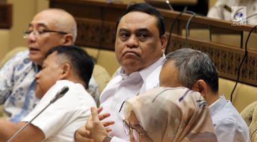 Menteri Pemberdayaan Aparatur Negara dan Reformasi Birokrasi Syafruddin (tengah) rapat kerja dengan Komisi II DPR di Jakarta, Selasa (30/10). Rapat diikuti Komisi Aparatur Sipil Negara (KASN) dan Badan Kepegawaian Negara (BKN). (Liputan6.com/JohanTallo)