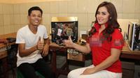 Kusrin beradu akting dengan mantan presenter Bukan Empat Mata Vega Darwanti dan eks Kapten Timnas U-19 Evan Dimas. (Liputan6.com/Reza Kuncoro)