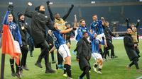 Atalanta ke Liga Champions: Pemain Atalanta merayakan kemenangan mereka atas Shakhtar Donetsk pada pertandingan Grup C Liga Champions di Kharkiv, Ukraina, Rabu (11/12/2019). Atalanta sukses mengukir sejarah untuk pertama kalinya mampu lolos ke babak 16 besar Liga Champions. (AP Photo/Efrem Lukatsky)