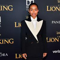 Yara Shahidi dan Donald Glover memakai suit Gucci Fall Winter 2019-2020 di premiere The Lion King (Dok. Gucci)