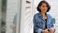 Lala Karmela  berpose saat melakukan sesi foto di Jakarta, Kamis (5/11/2015). (Liputan6.com/Herman Zakaria)