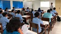 Sekolah Menengah Kejuruan ORA et LABORA (SMK OeL) Kompetensi Keahlian Teknik Pembangkit Listrik.