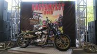 Belo Negoro, motor kostum berbasis Harley-Davidson Sportster Evolution  dijadikan hadiah diundi di Kostumfest 2018 yang digelar di Jogja Expo Center, Yogyakarta, 6-7 Okotber 2018. (Herdi Muhardi)