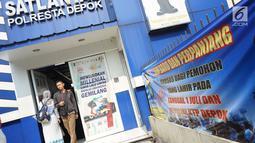 Warga mengurus pembuat Surat Izin Mengemudi (SIM) di Satlantas Polresta Depok, Jawa Barat, Senin (1/7/2019). Polresta Depok menggratiskan pembuatan SIM baru dan perpanjangan bagi warga yang berulang tahun pada 1 Juli atau bertepatan dengan HUT ke-73 Bhayangkara. (Liputan6.com/Immanuel Antonius)