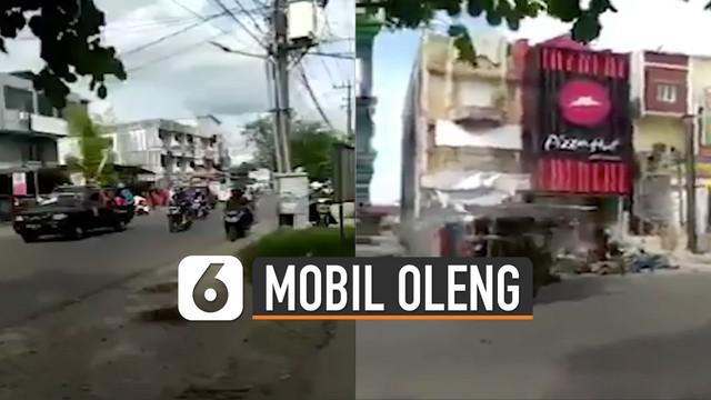 Seorang netizen tidak sengaja merekam terjadinya kecelakaan tersebut.