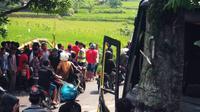 Kecelakaan maut melibatkan bus, truk, dan sepeda motor terjadi di jalur Pemalang-Purbalingga, tepatnya di Jalan Raya Belik, Pemalang, Jawa Tengah. (Liputan6.com/Fajar Eko Nugroho)