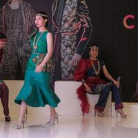 Tenun Ulos Sadum di Indonesia Fashion Week 2019