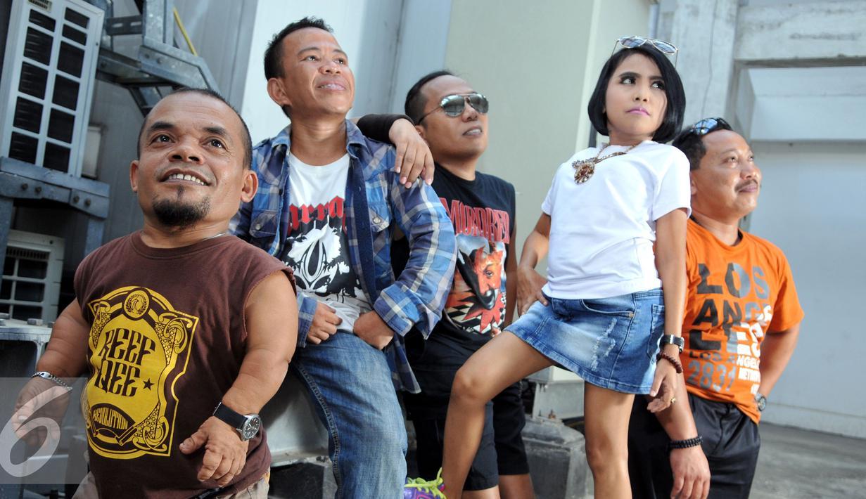 Ucok Baba membuat sebuah band bernama The Baba Band, bersama teman-temannya, Lolly (vokal), Dedi Kusmadi (Gitar), Roni Simanjuntak (drum) dan Gilik Edo Supriyadi (bass), Jakarta, Senin (31/8/2015). (Liputan6.com/Panji Diksana)