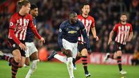 Manchester United menghadapi Southampton pada laga pekan ke-14 Premier League, di St. Mary's Stadium, Sabtu (1/12/2018). (AFP/Glyn Kirk)