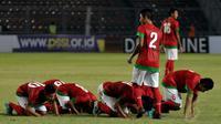 Ada tradisi unik yang selalu diperlihatkan para pemain Timnas Indonesia U-19, yakni bersujud syukur usai berhasil menjebol gawang lawan dan memenangkan pertandingan. (Liputan6.com/Helmi Fithriansyah)