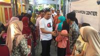 Anggota Komisi III Ahmad Sahroni berkunjung ke daerah Warakas, Jakarta Utara. (Liputan6.com/Hanz Jimenes Salim)