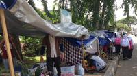 Imigran masih tinggali trotoar di depan rumah detensi Imigrasi Kalideres, Jakarta Barat. (Ady Anugrahadi)