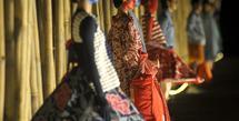 Lakon indonesia menggelar fashionshowkoleksi terbaru untuk memperingati spirit Hari Batik Nasional, tanggal 9 Oktober 2021 silam di kompleks Candi Prambanan.