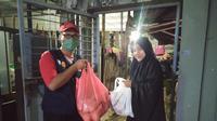Muhammadiyah Covid Command Center (MCCC) Kaltim membagikan makanan sahur untuk mahasiswa yang tidak bisa pulang akibat pandemi Covid-19.