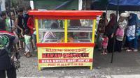 Warung Shodaqoh yang menyediakan 2.000 nasi bungkus gratis untuk kaum duafa dan yang membutuhkan. (Foto: Liputan6.com/Polres Kebumen/Muhamad Ridlo)
