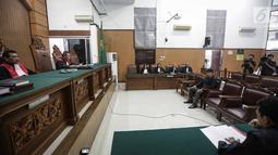 Suasana sidang kasus ujaran kebencian (Hate Speech) di media sosial Twitter, Ahmad Dhani di Pengadilan Negeri Jakarta Selatan, Senin (30/4). Sidang tersebut beragendakan tanggapan Jaksa penuntut umum. (Liputan6.com/Faizal Fanani)
