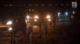 Sejumlah kendaraan pemudik melintasi tol fungsional Jembatan Kalikuto, Batang, Rabu (20/6). Sebagian arus lalu lintas di tempat ini dialihkan ke pantura untuk memecah kemacetan meskipun arus balik terjadi puncaknya kemarin. (Liputan6.com/Gholib)
