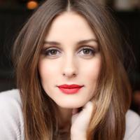 Kamu yang suka pakai lipstik merah, wajib tahu keunggulannya nih. (via: anyv.net)